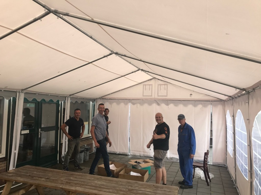 Grizzly Outdoor partytent als extra kantineruimte